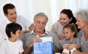 Comprar regalos para un abuelo