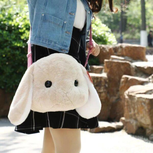 Bolso peluche con diseño de conejo