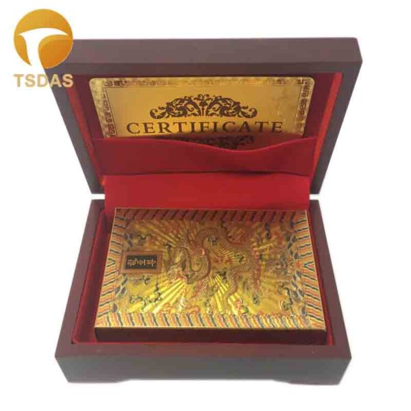 Cartas de poker en papel dorado y estuche madera
