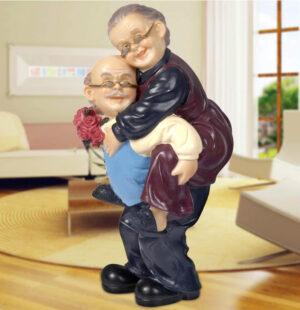 Figura decorativa abuelos divirtiéndose