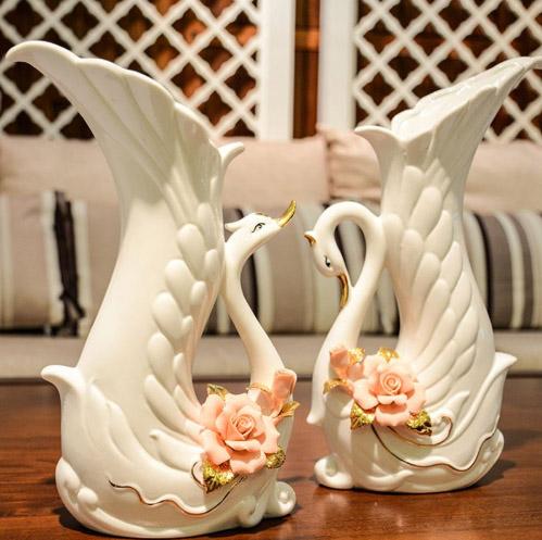 Floreros en porcelana con forma de cisne para decorar el hogar.