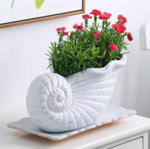Maceta para flores forma de concha en cerámica blanca