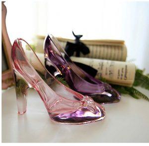 Zapatos de tacón alto de cristal