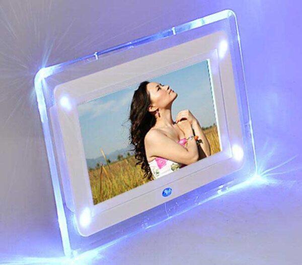 portaretrato digital con marco iluminado