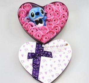 Cajita de corazón con peluche de Stitch