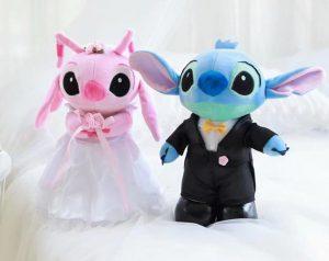 Peluches de Stitch y Angel vestidos de novios