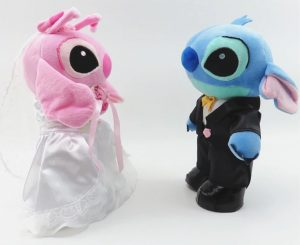 Stitch y Angel vestidos de novios
