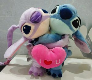 tiernos peluches stitch y angel abrazados